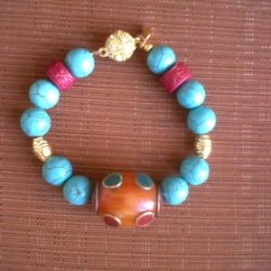 Juicy Jewels and Gems bue bracelet